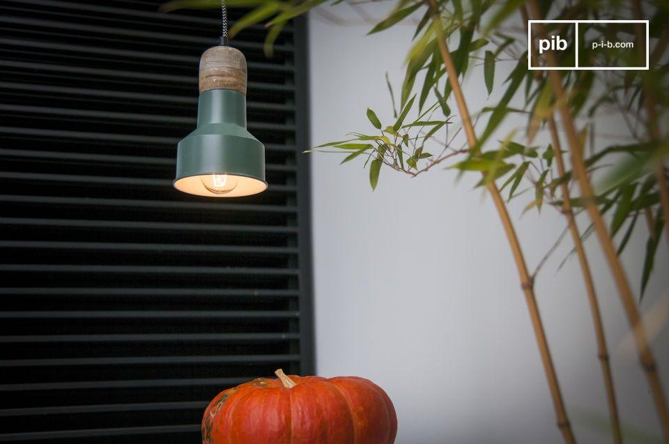 Een kleine retro lamp die een vleugje kleur toevoegt aan je interieur