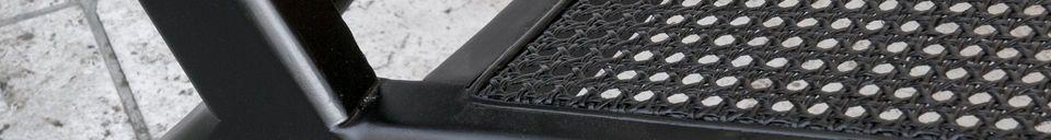 Benadrukte materialen Fauteuil gemaakt van zwart, gewatteerd riet hout