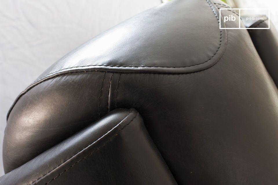Met dit model wordt de Red Baron stoel gepresenteerd met een zeer donkere afwerking