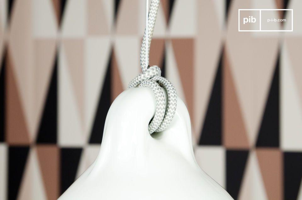 Volledig gemaakt van porselein, deze hanglamp heeft een chique Scandinavische design
