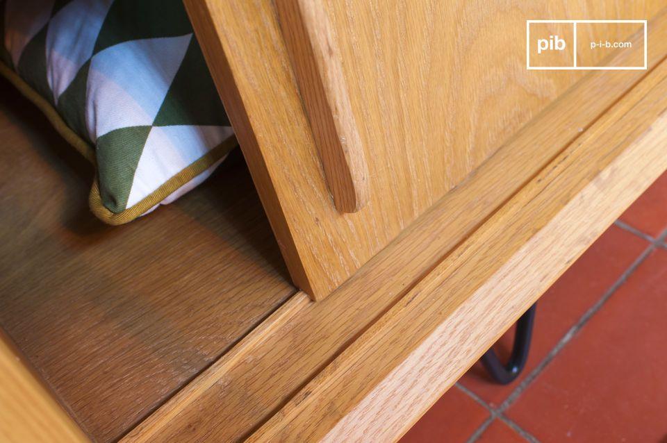 De schuifdeuren op houten glijbanen kunnen elkaar volledig overlappen
