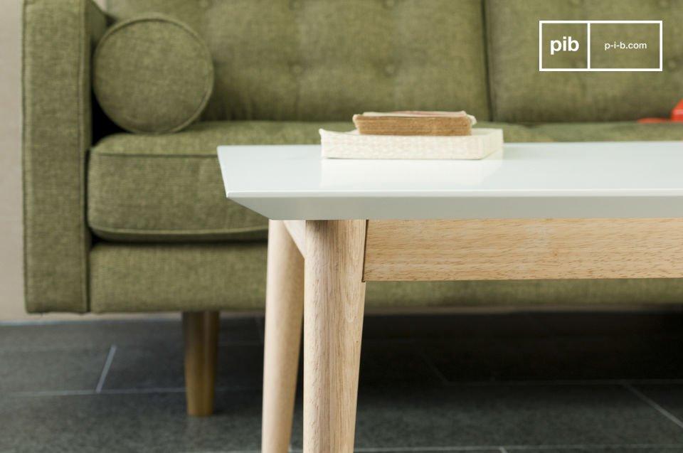 Volledig gemaakt van hout, met heldere lijnen