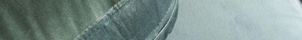 Benadrukte materialen Fluwelen en marmeren sofa Carthy