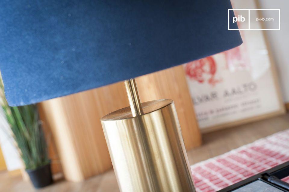 De perfecte combinatie van blauw fluweel en messing voor een designlamp