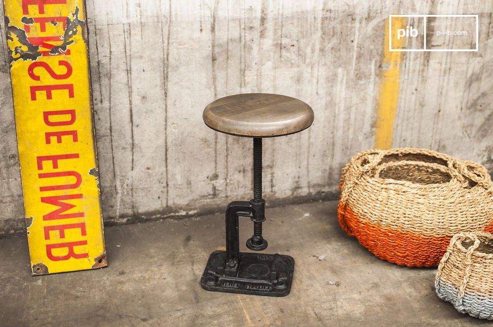 Ben je op zoek naar een vintage stoel die je doet denken aan een oude werkplaats? Dan hebben wij wat