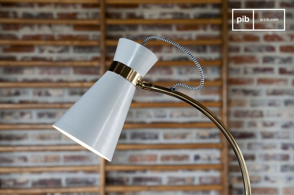 Een draaibare tafellamp met een combinatie van vintage spirit en origineel design