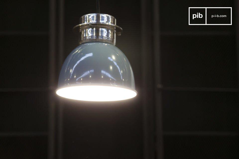 Een kleine retro lamp, 100% metaal