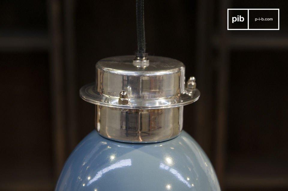 De Gaynes hanglamp is een kleine retro lamp die een subtiele  industriële look en een vleugje kleur