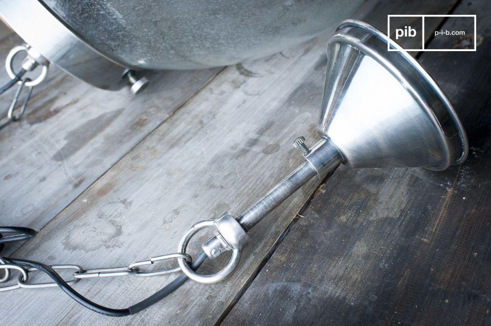 De uitzonderlijke charme van deze hanglamp zorgt ervoor dat hij het middelpunt van uw interieur is