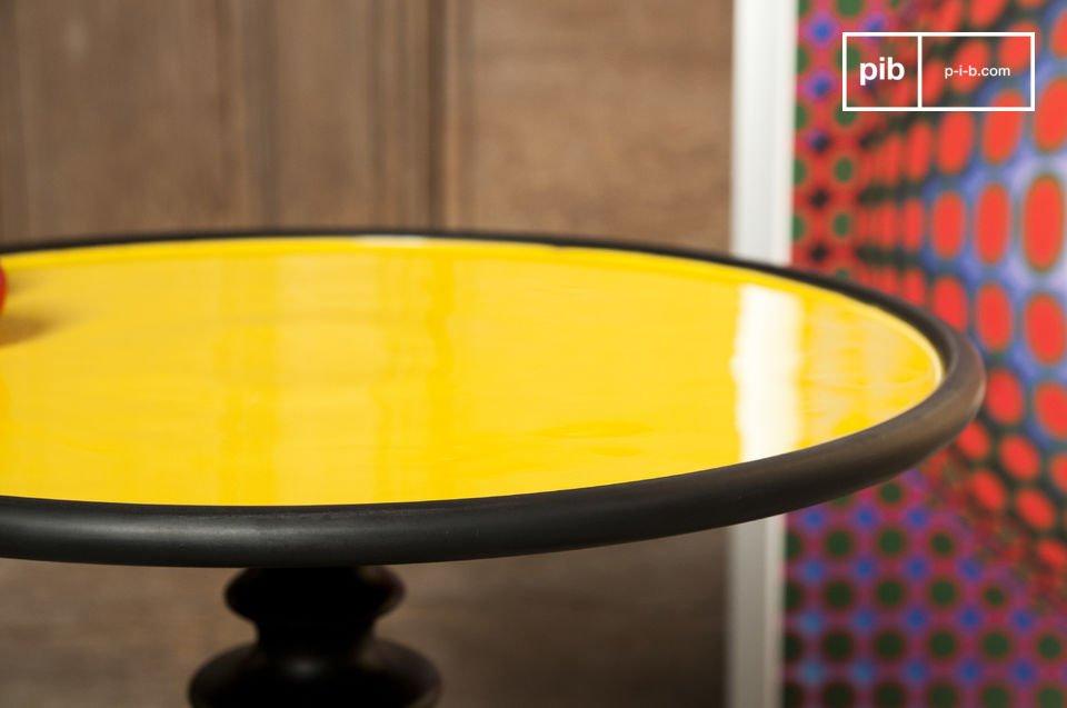 Kleurrijke tafel, beschikbaar in verschillende kleuren