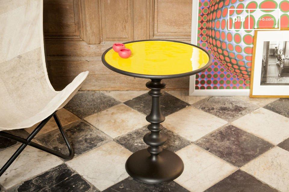 De Alice bijzettafel is een prachtig meubelstuk dat een trendy vintage touch toevoegt aan je