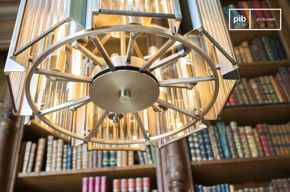 De Antibe luster combineert een ontwerp van het begin van de 20ste eeuw met een onberispelijke