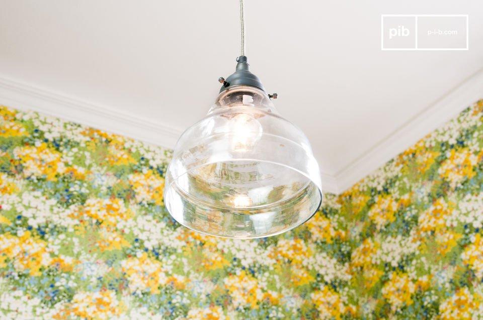 Deze simpele hanglamp heeft de uitstraling van een rustieke en chique lamp