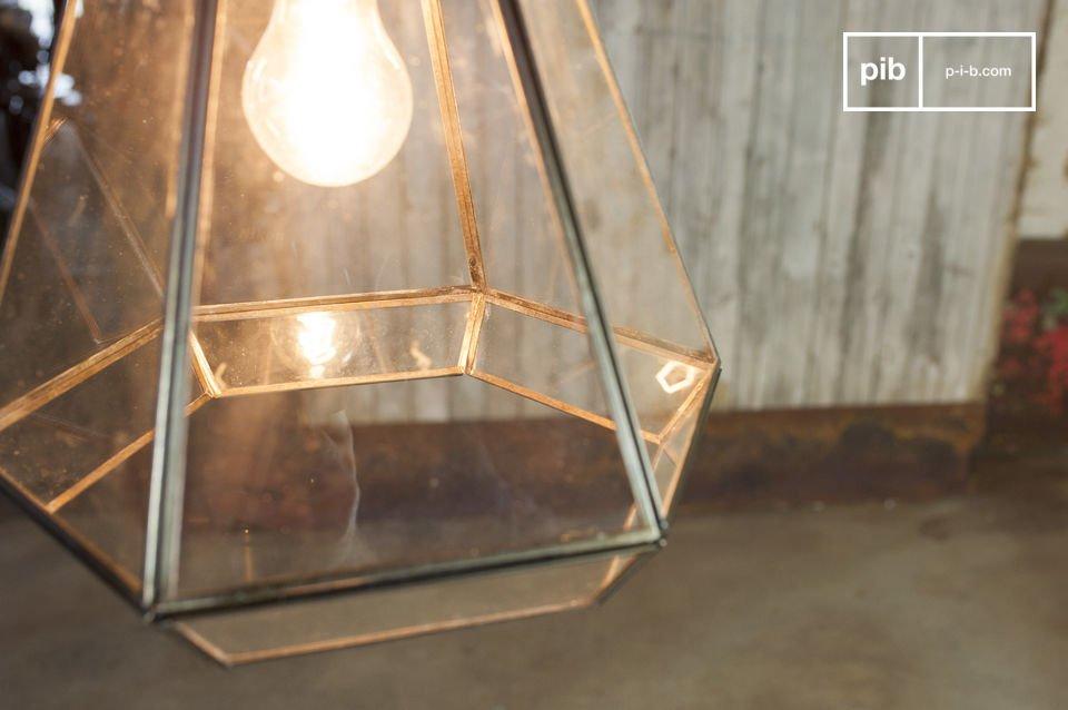 De glazen Trapèze hanglamp voegt een retro touch toe aan je interieur