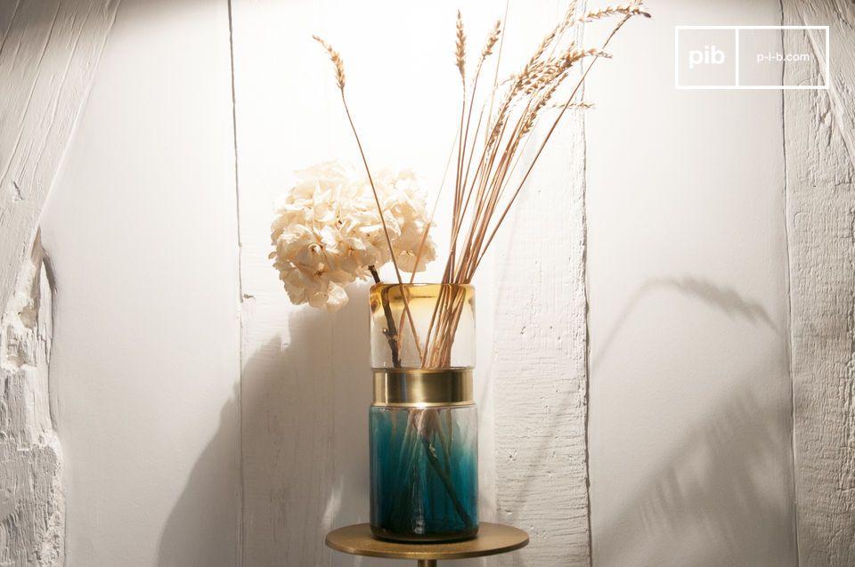 Glazen vaas met koperen riem