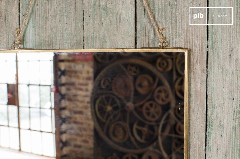 Industriële spiegel met een sober vintage design