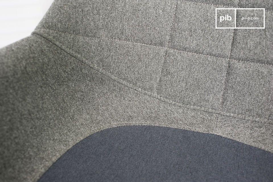 Een fauteuil met Scandinavische lijnen