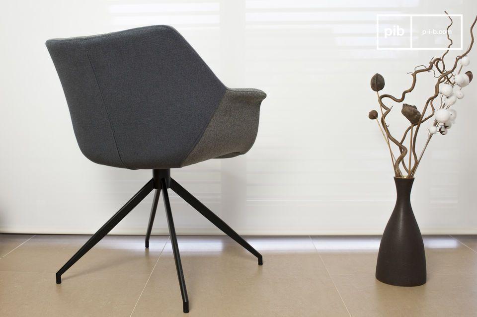 De Grimsson fauteuil is een prachtig Scandinavisch meubelstuk dat is geïnspireerd op de jaren \'60