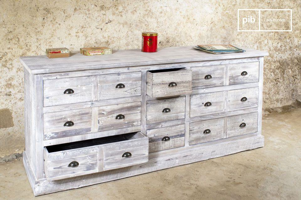 Dit industriële meubelstuk combineert succesvol de praktische elementen van een ouderwetse toonbank
