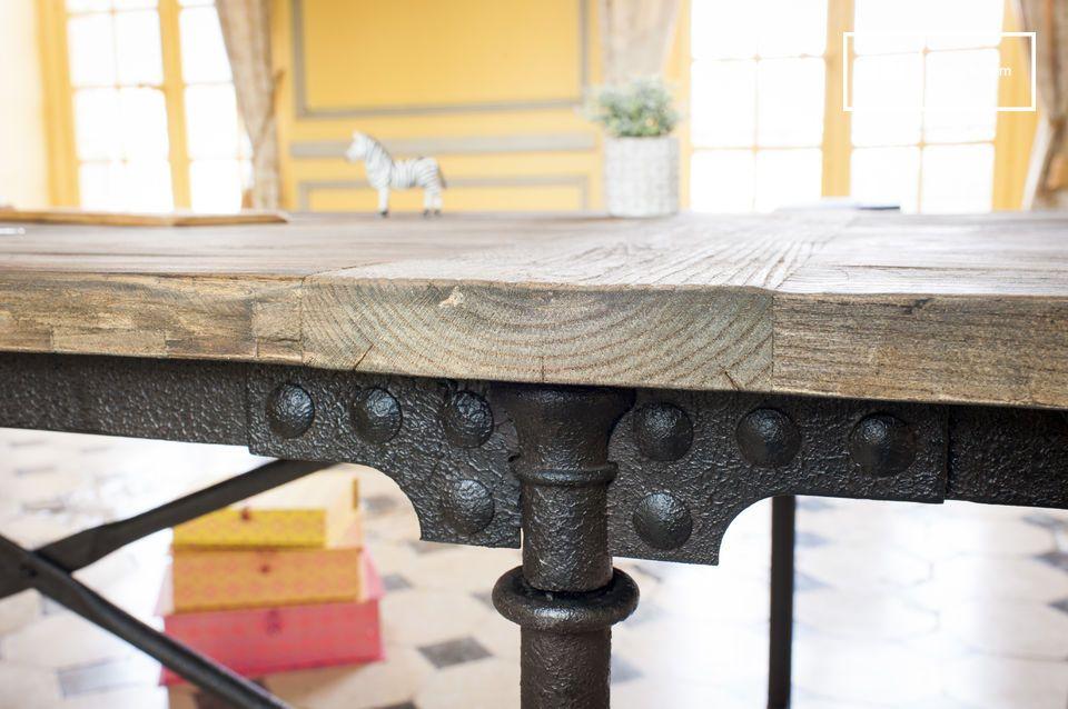 Deze typische vintage tafel is ook beschikbaar in een model van 183cm: Reclaimed elm wallpapering