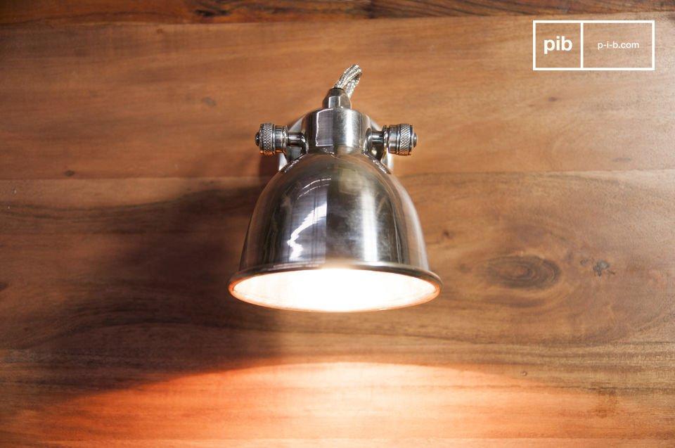 De grote Bistro wandlamp is een tijdloze lamp