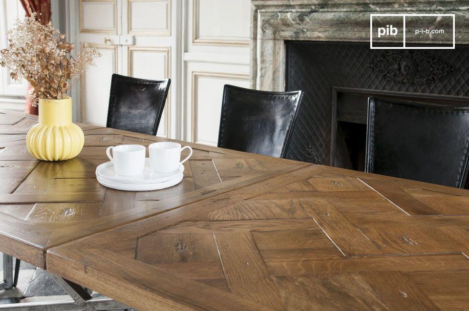 Een nauwkeurig in elkaar gezet geheel in de vorm van een succesvolle vintage tafel