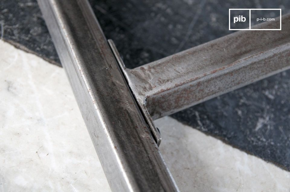 De keuze van dit materiaal is esthetisch en robuust en garandeert stevigheid en een unieke stijl