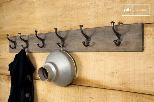 Grote kapstok van hout en metaal