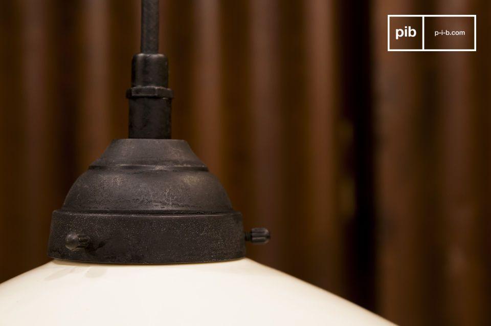 De chique charme van een zwart-witte hanglamp