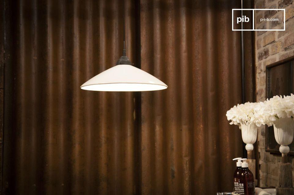 Dit is een grote hanglamp die alle charme van deze Grote keramische hanglamp Pornic maakt