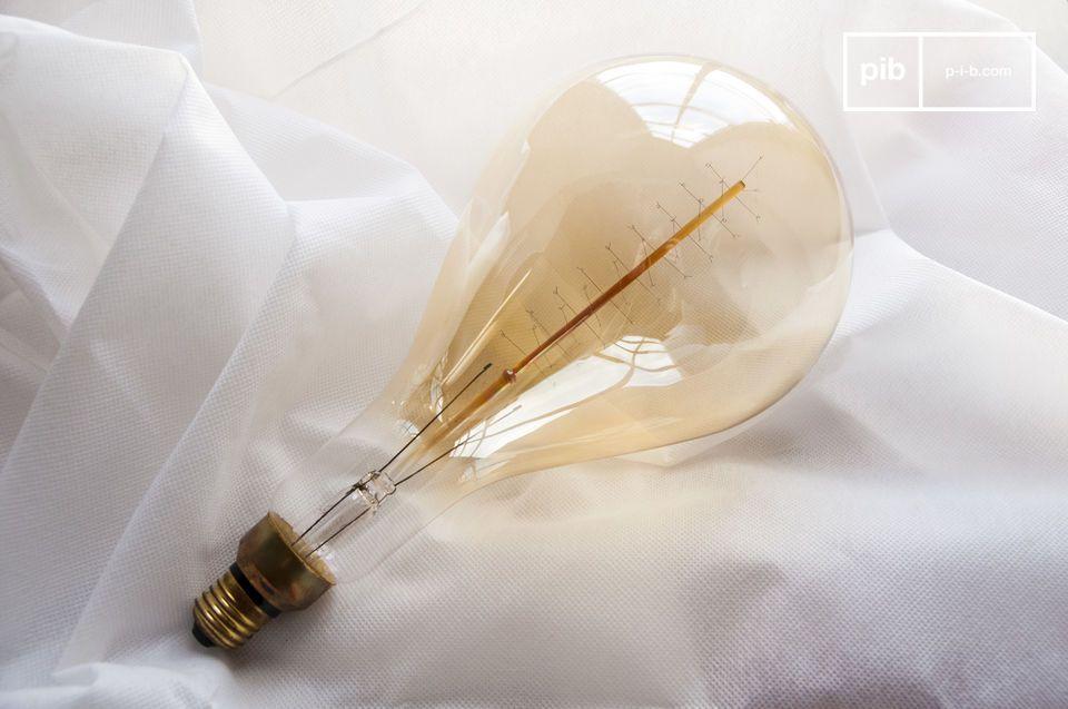 Met een lengte van 30 centimeter is deze lamp anders dan alle andere