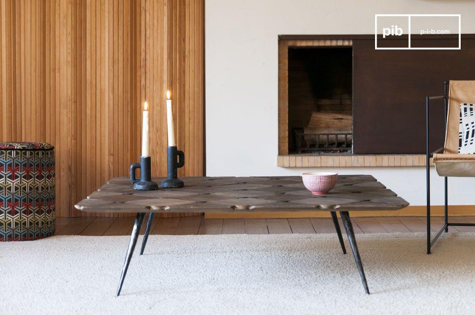 Een grote salontafel gemaakt van mooie houten dammen