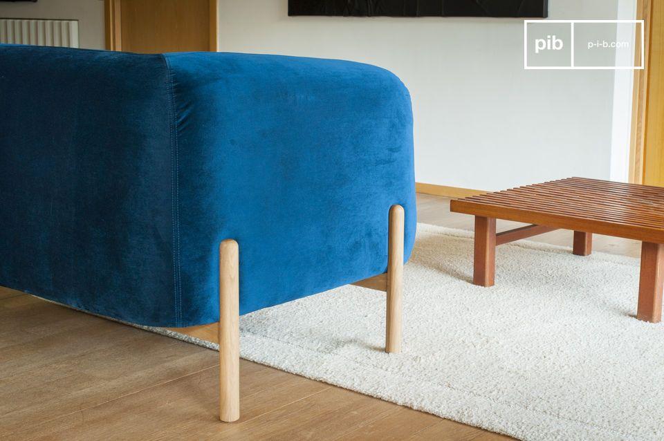 De stevige houten basis doet denken aan de Scandinavische look en is een grote naam onder de retro