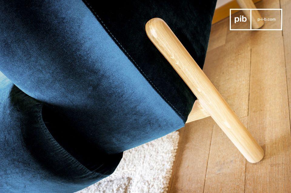 Een 3-zits bank met een tijdloze Scandinavische geest, perfect voor een kleurrijke touch