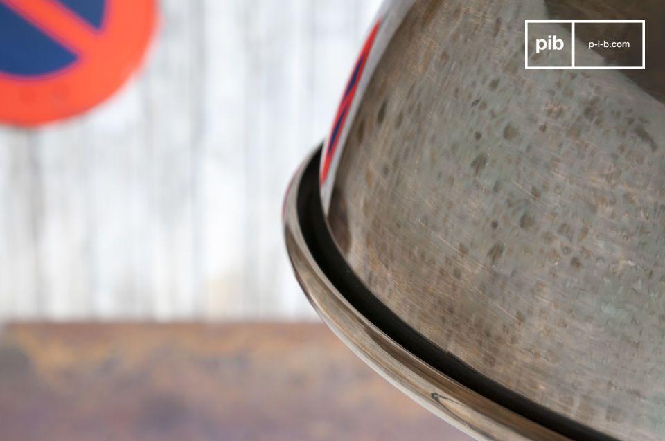 Zilverkleurige hanglamp in industriele chique geest met klassieke lijnen