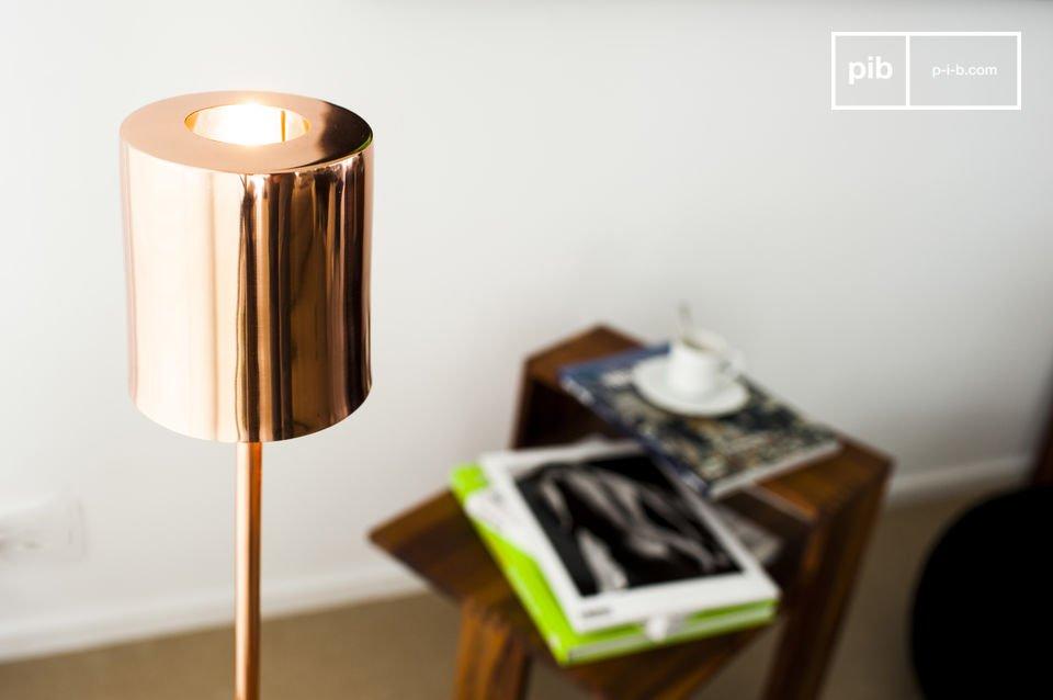 Een koperkleurige design lamp voor Scandinavische warmte.