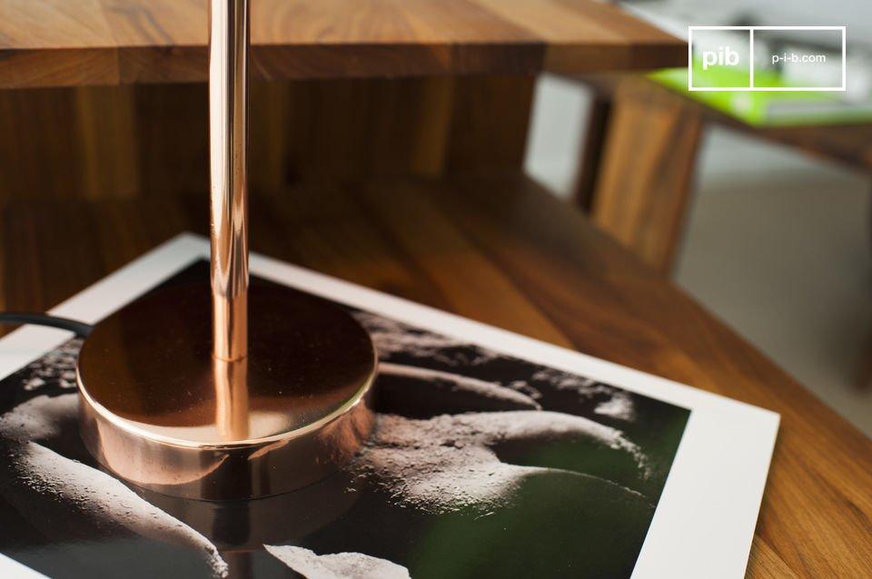 De Gryde tafellamp is een kleine lamp dat een prettig en warm licht verspreidt die doet denken aan