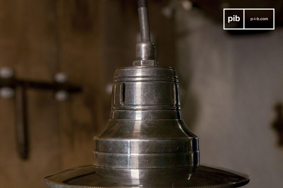 Een elegante en fantasievolle vintage lamp met sferische bol