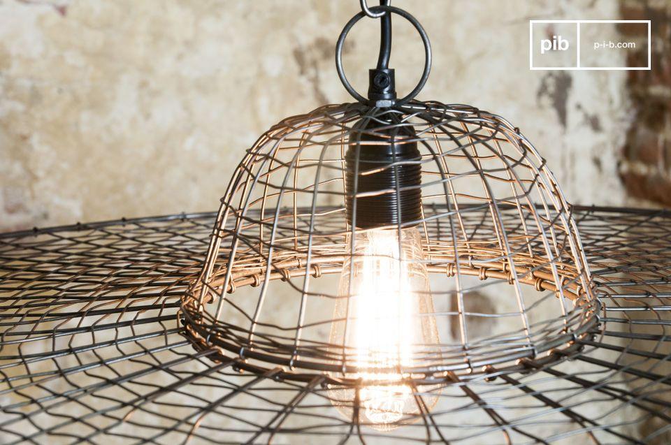 Een lamp van gevlochten metaal voor een extravagant resultaat