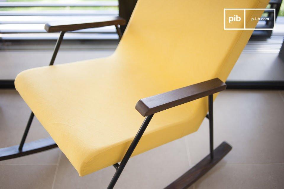 Na een lange dag op kantoor kun je relaxen in de Hatol schommelstoel