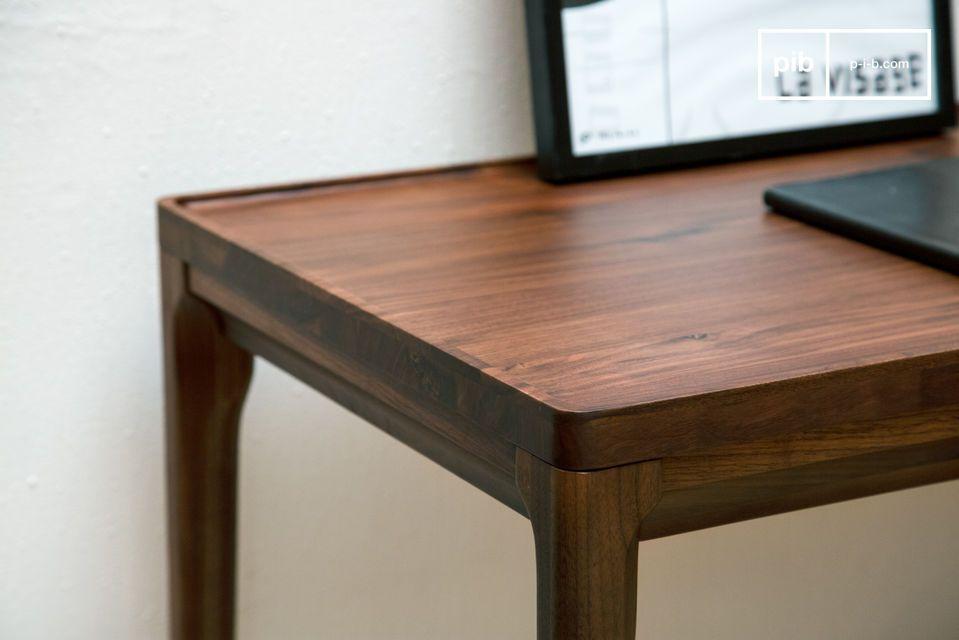 Een prachtige bureauconsole van edel hout