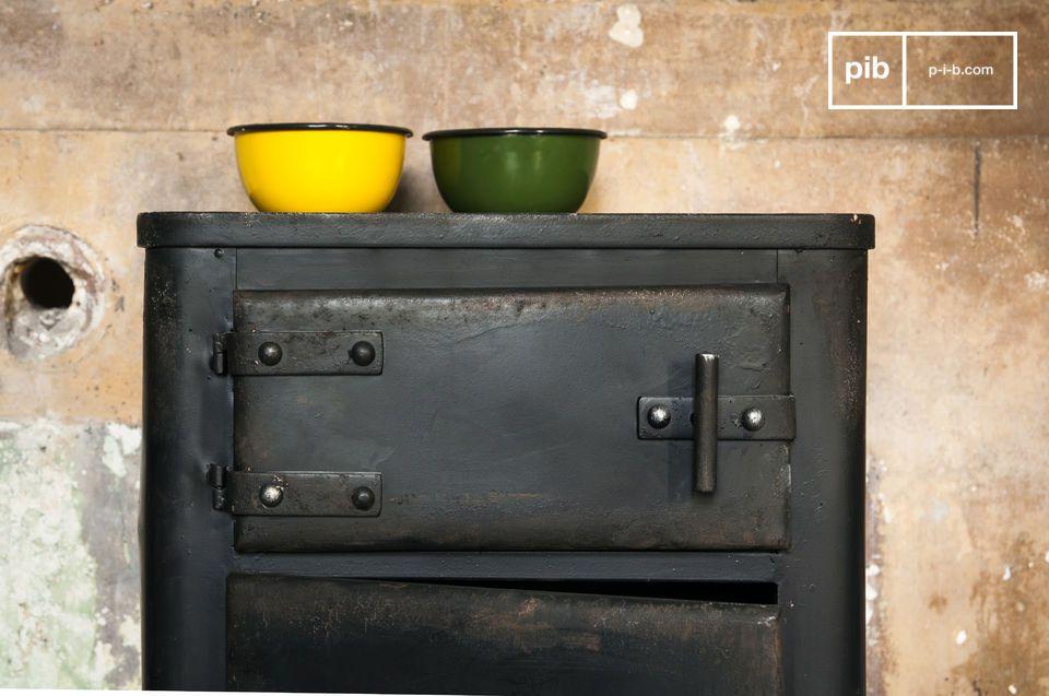 Het Mox kastje is een industrieel meubelstuk dat de aandacht meteen trekt