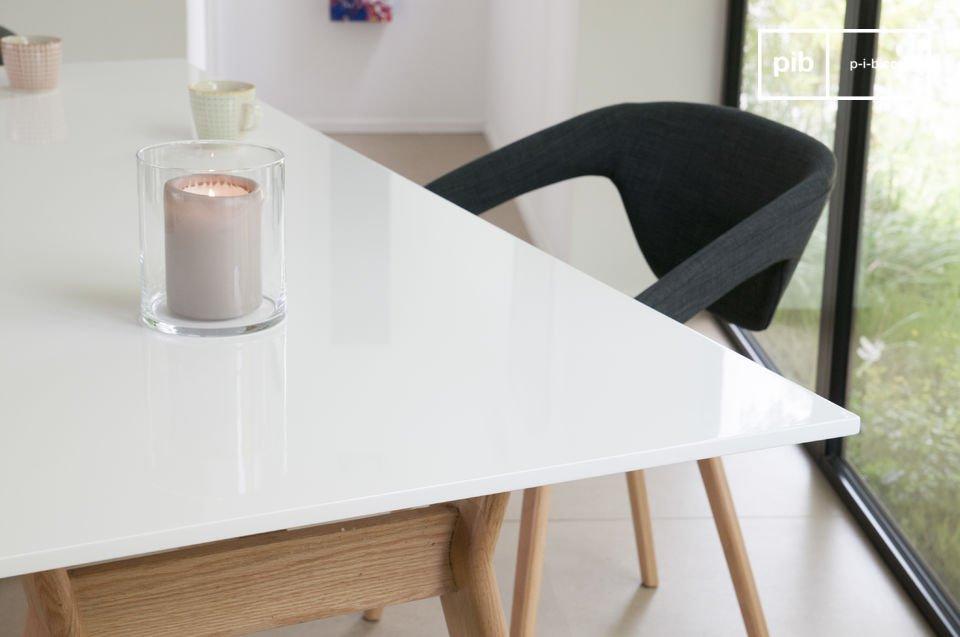 Een Scandinavische meubelstuk voor je eetkamer