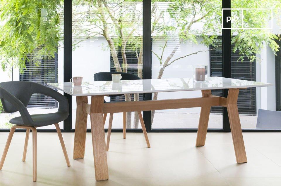 Geniet elke dag van deze mooie en praktische tafel