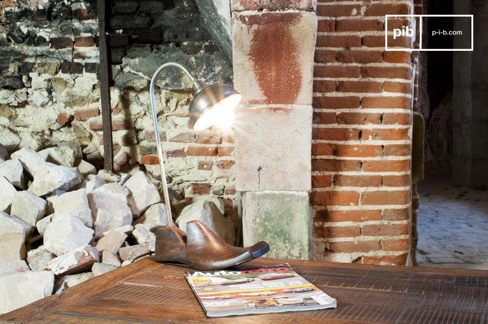 De Horma tafellamp is een ongewone lamp met een unieke stijl die je zal betoveren met zijn charme