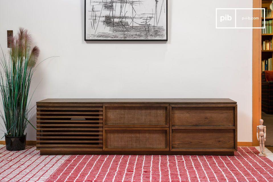 Met zijn majestueuze roodbruine eikkleur past deze grote tv-kast perfect in elk interieur met zijn
