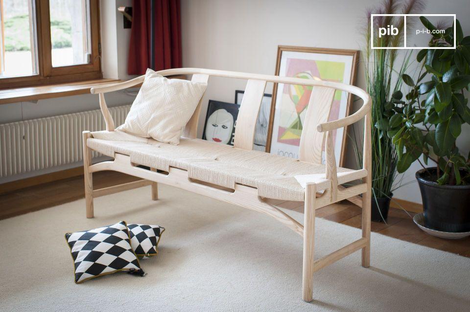 De chique zachtheid van een houten bank met een natuurlijke uitstraling