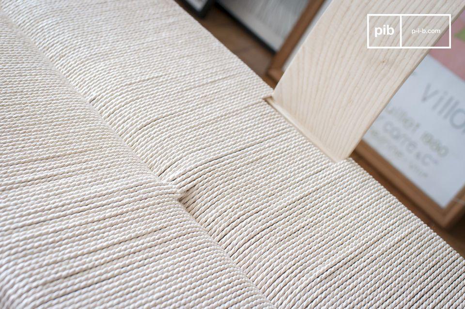 Dankzij de combinatie van natuurlijke materialen en lijnen die zijn geïnspireerd op het ontwerp uit