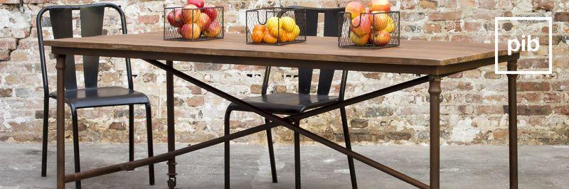 Houten en metalen meubels