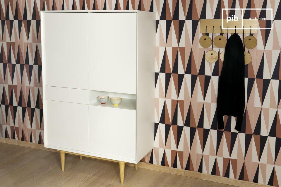 Kies voor deze kast die praktische aspecten combineert met een modern ontwerp en een de elegantie van typische vintage Scandinavische lijnen